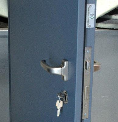 Como aislar una puerta? 2b787b897bbea27f8717fcaff2aa4898o