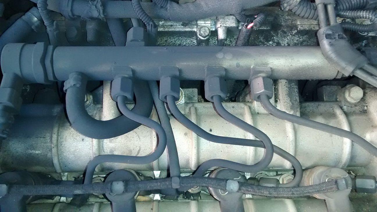 Sale humo por el motor y está impregnado de carbonilla - Z19DTH 3d468d58c99daa8b7a4183247ca985cbo