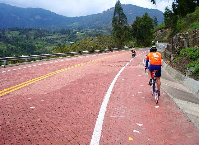 Pavé y Sterrato para pruebas de ruta en Colombia 47346617d59110e0863093ee54f1b23do