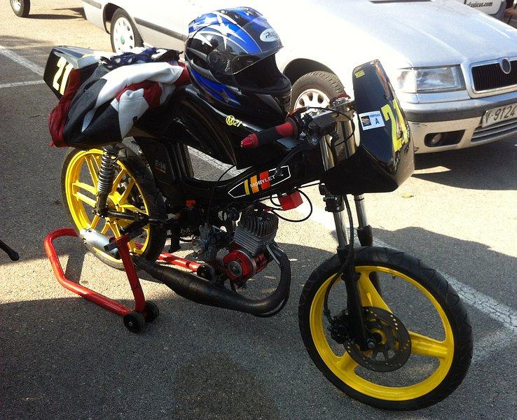 I exhibición motos clásicas en movimiento. Oliva 2014 489c84d358a4ee7ed116f5321ae33a2co