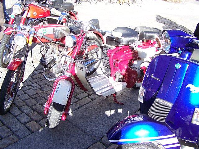 Los Reyes Magos llegan en moto 8aeb520614c8b10e8ea2d6d905762636o