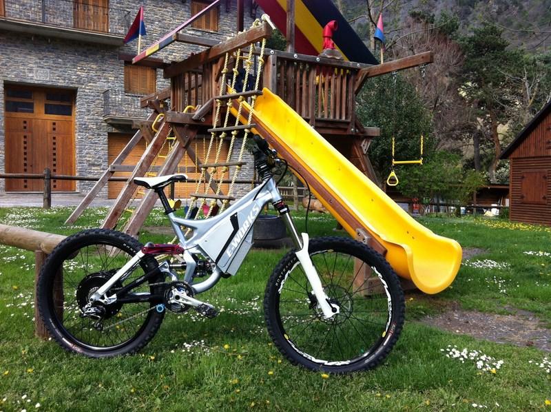 Mi segunda bici eléctrica, specialized demo7. - Página 4 C1e3fd2ca52e25027fb61f9182254c8bo