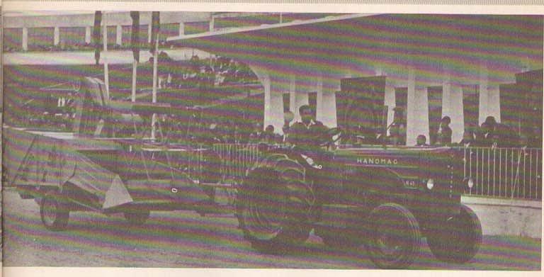 Tractores en fotos de época.  C2b820d9068b8b85906bc5bbe15435dco