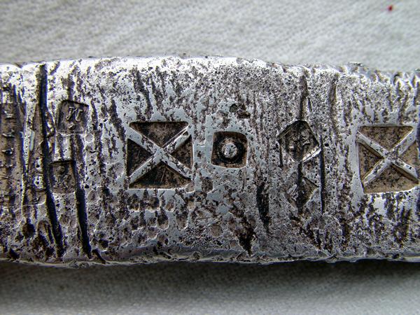 foto de lingote de plata como los encontrados en el antiocha español con simbolos     Da097bd14bda2a8a9ec09c30efa8be26o