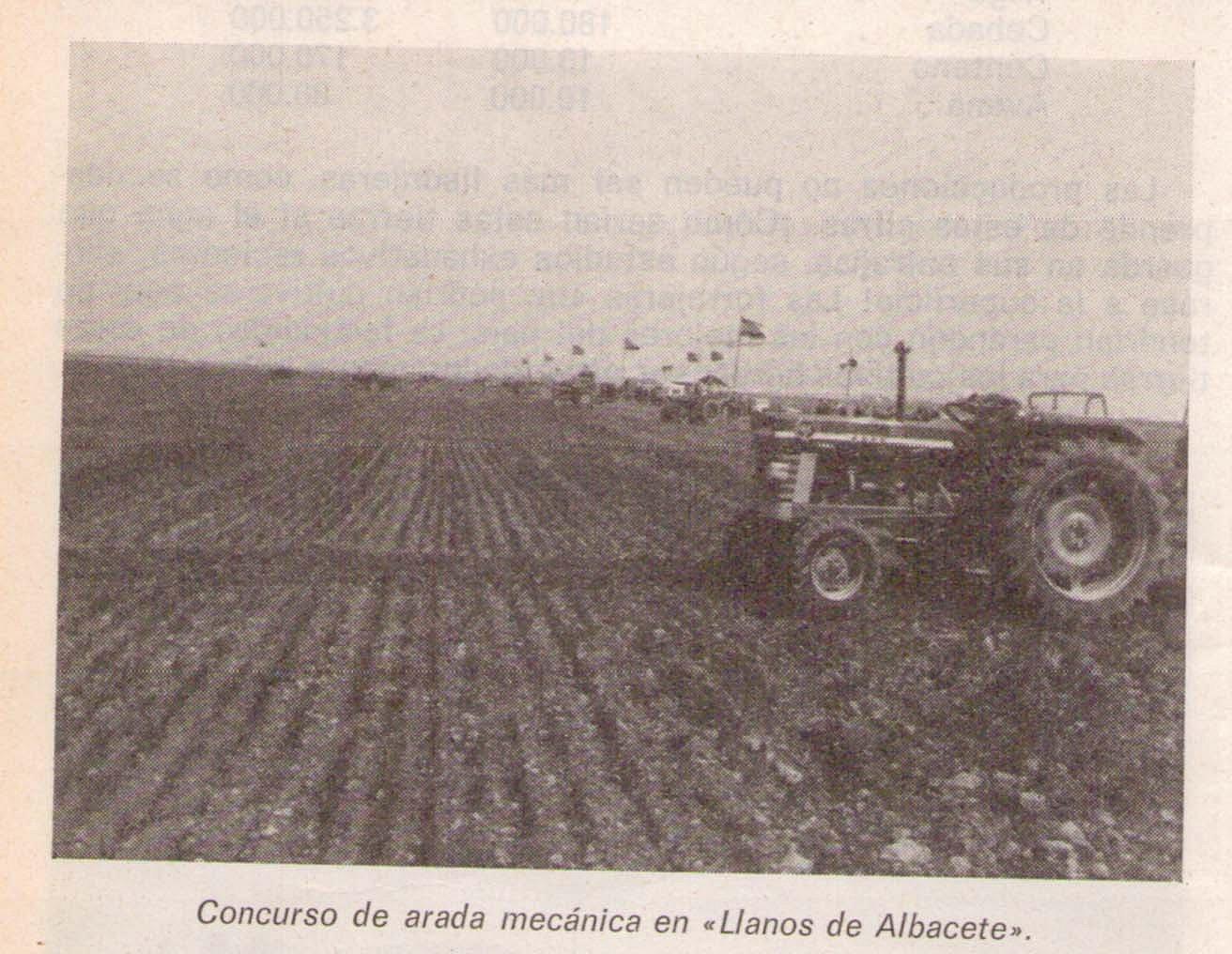 Tractores en fotos de época.  E34fc9d9fc765691bdc23c3b99b55953o