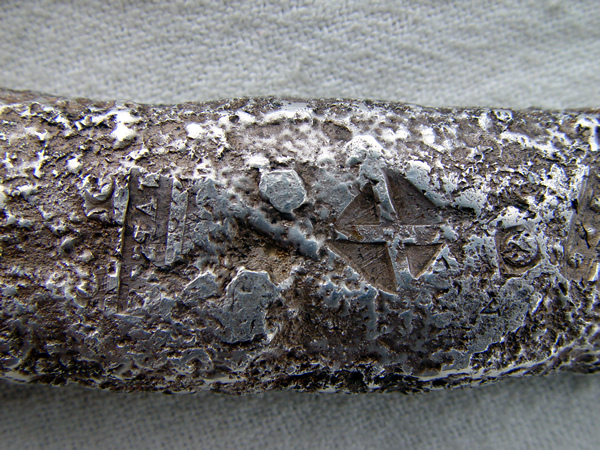 foto de lingote de plata como los encontrados en el antiocha español con simbolos     F438bc78d3aee780215cf7385ac2efd6o