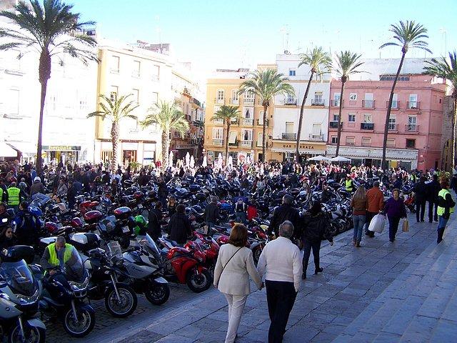 Los Reyes Magos vienen en moto F4da4637638b48934b8078a2cd5f2272o
