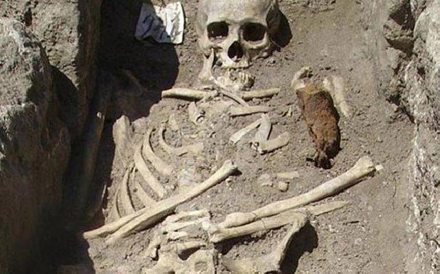 Descubren en Bulgaria a 'vampiro' con estaca clavada Fb72bf3de5138bb2900b3b8b8be1e1dbo