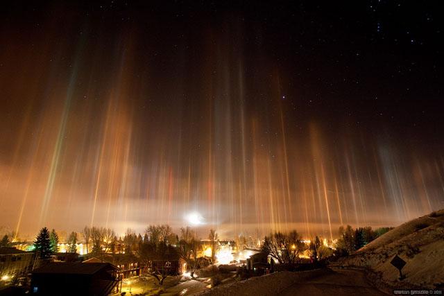 IMAGENES: visiones de la Tierra capturadas por el ojo humano Pilares-luz