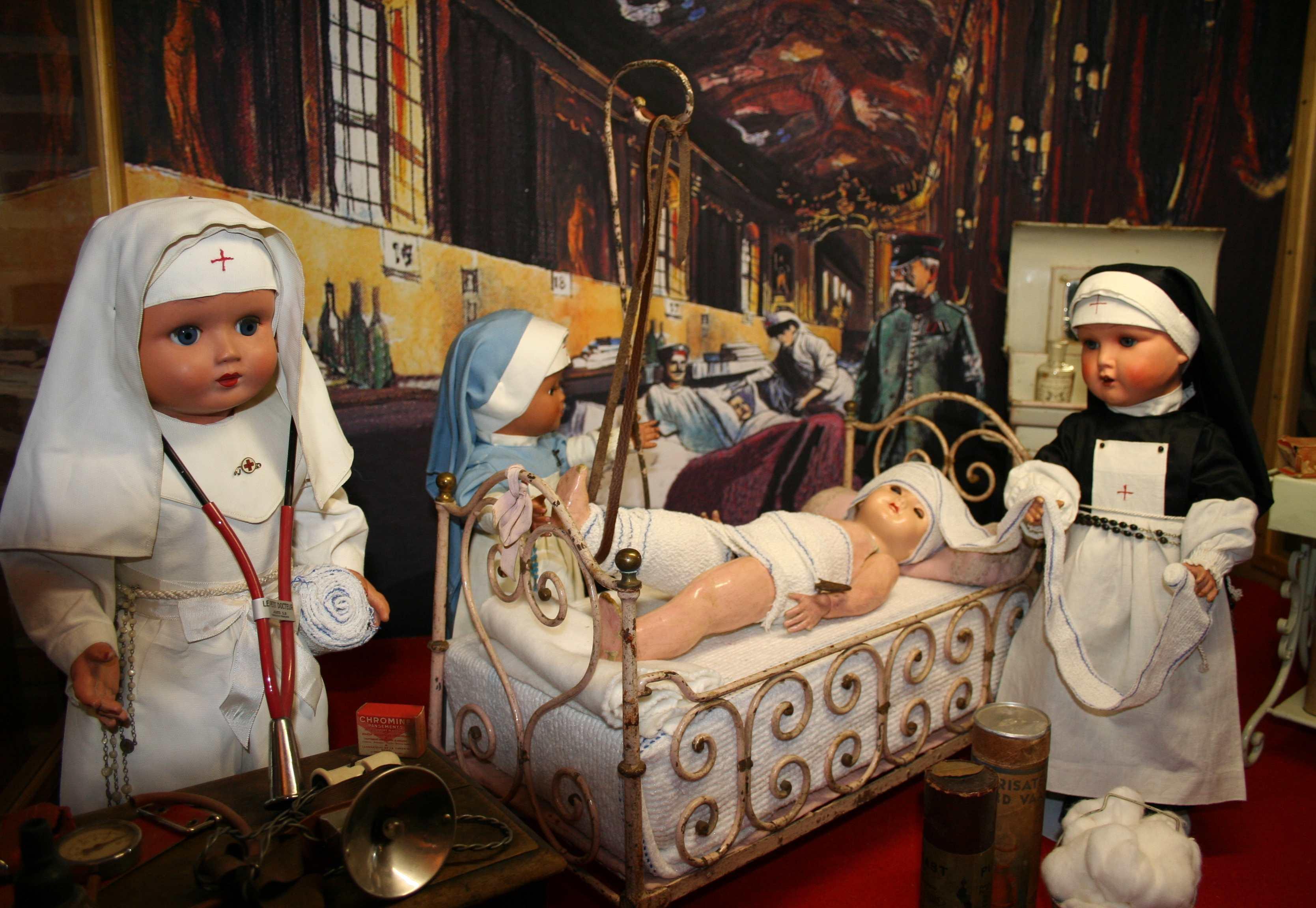 """"""" Les plus Beaux Musés de France """" Musee%20de%20la%20poupee%20et%20du%20jouet%20ancien%20050312"""