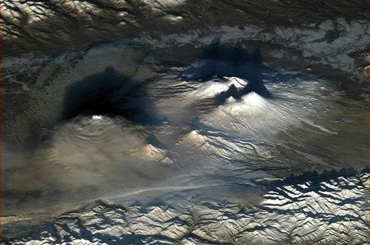 Le grand réveil : 10 volcans se réveillent en une semaine dans la péninsule du Kamchatka  Kamtchatka_volcans_CH_thumb