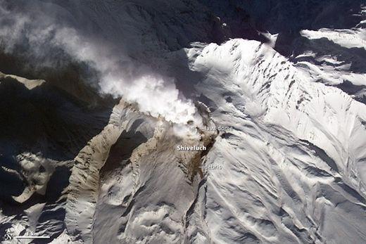 Le grand réveil : 10 volcans se réveillent en une semaine dans la péninsule du Kamchatka  Chiveloutch_Terra_thumb