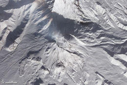 Le grand réveil : 10 volcans se réveillent en une semaine dans la péninsule du Kamchatka  Bezymianny_Terra_thumb