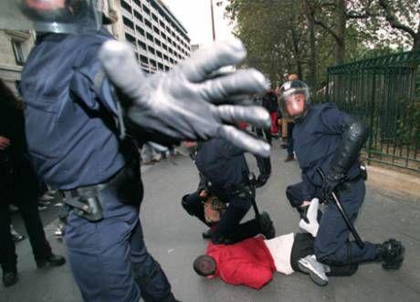 Ce qu'on ne pourra plus voir  Violence_policiere_en_France