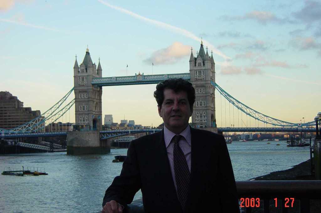 Descanse en Paz Oswaldo Payá Tower-bridge2