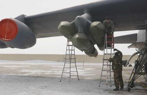 القاذفة Stratofortress  B-52 B52_2lg001