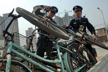 La police chinoise, retrouve les bicyclette volées F200707020943541050174711