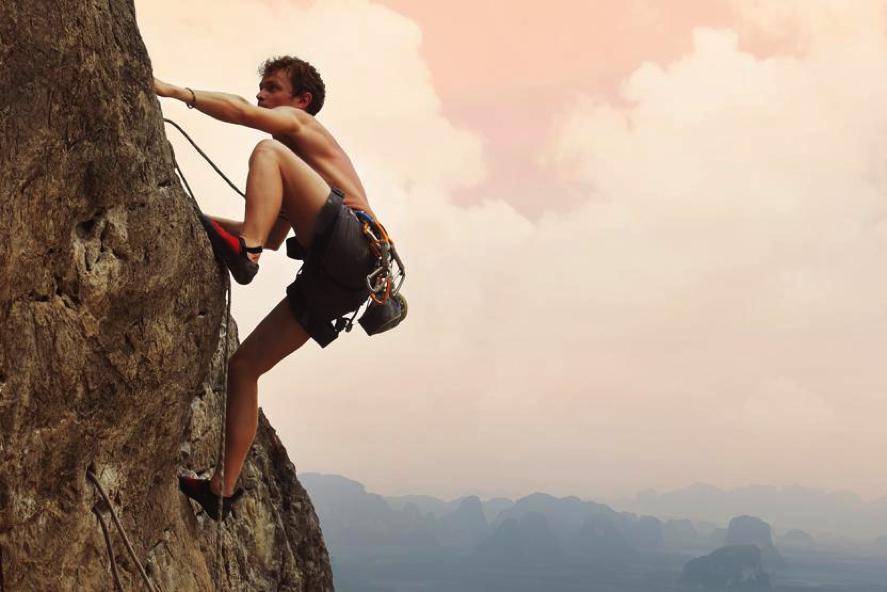 Quand tout s'écroule autour de nous, que faire ? La solution... - Page 3 Rock-climbing-outdoor-9