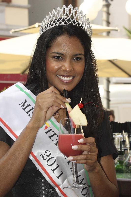 silvia novais, miss italia nel mondo 2011. - Página 2 Ozxgk59c