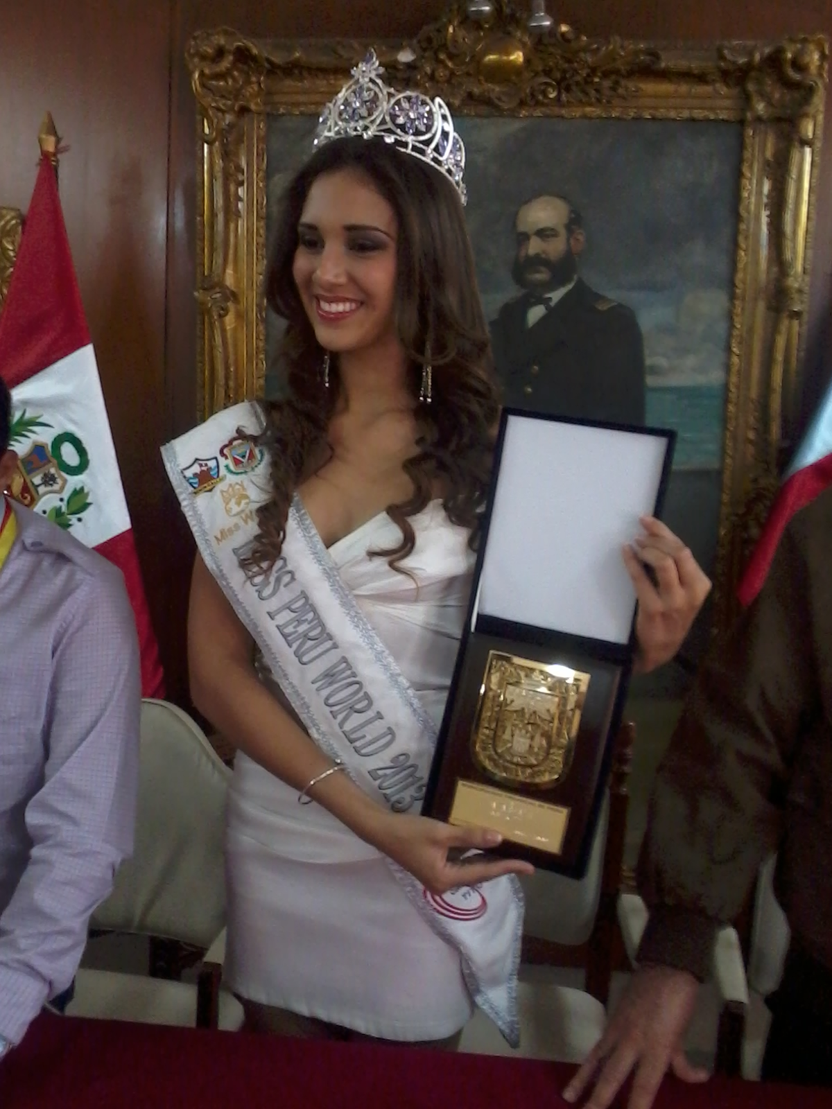 elba fahsbender, miss mundo peru 2013.   - Página 3 E8xqzdpw