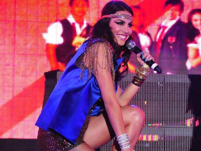 mel fronckowiak, miss bottom 2008, top 2 de miss mundo brasil 2007. - Página 2 4k3l3kmr