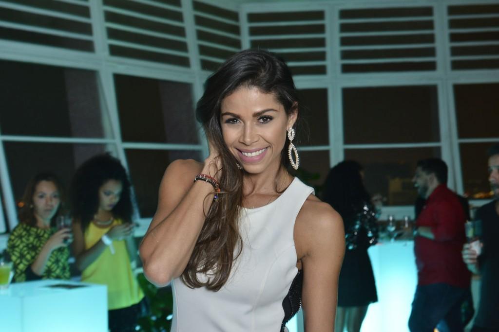 camila serakides, miss continentee americano 2012. - Página 2 Emivsap7