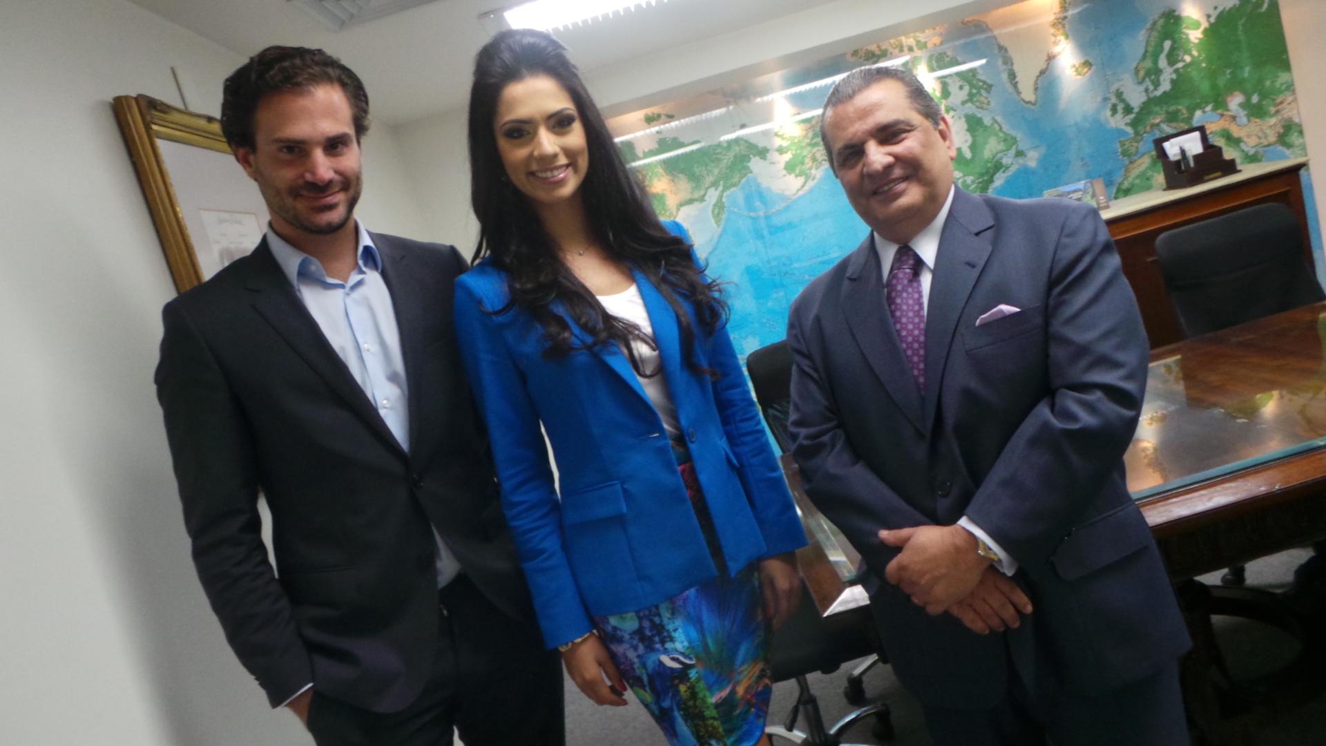 janaina barcelos, miss brasil motors internacional 2010. - Página 4 Cly529kr