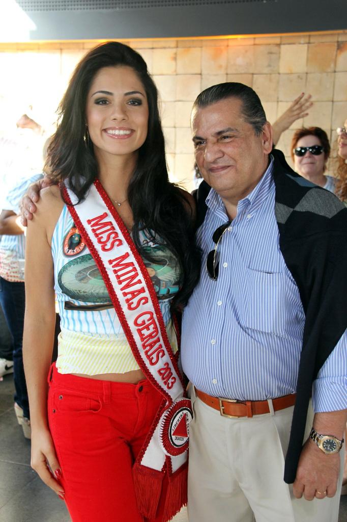 janaina barcelos, miss brasil motors internacional 2010. - Página 4 Kumkichn