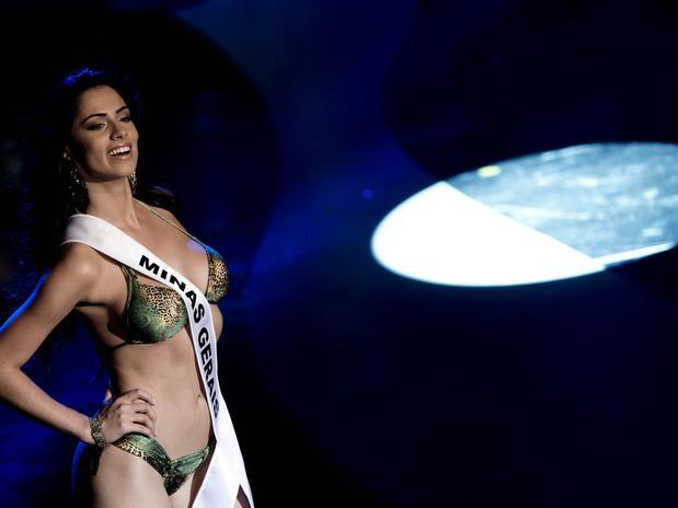 janaina barcelos, miss brasil motors internacional 2010. - Página 2 Sjr75lj2