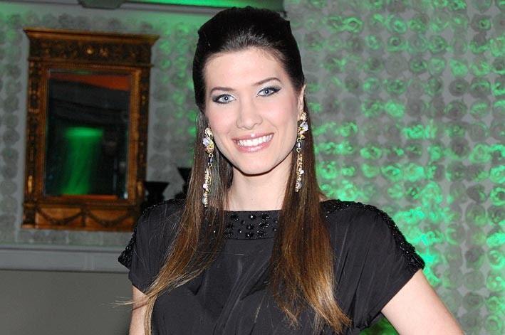 bruna jaroceski, miss brasil intercontinental 2010. - Página 2 Zidb6db3