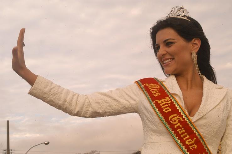 rafaela zanella, top 20 de miss universe 2006. - Página 2 G3ntzszp