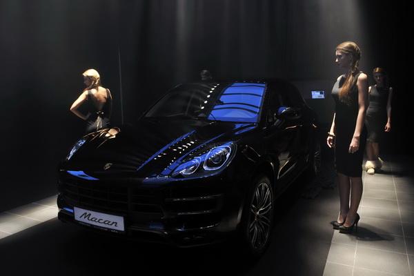 Porsche  V2f64o6z