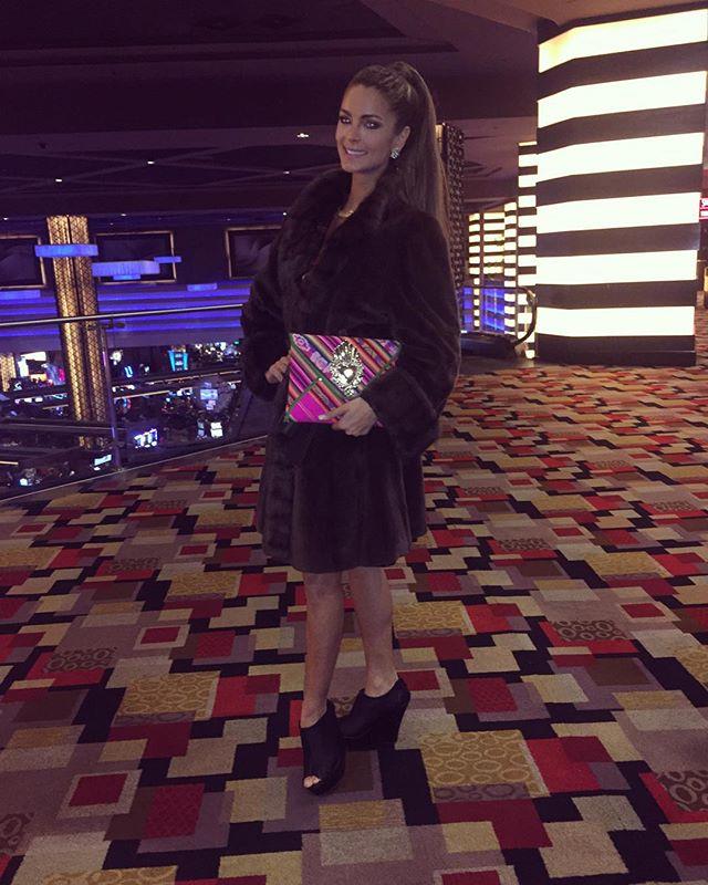 laura spoya, miss america latina mundo 2016. - Página 7 Zean9o6f