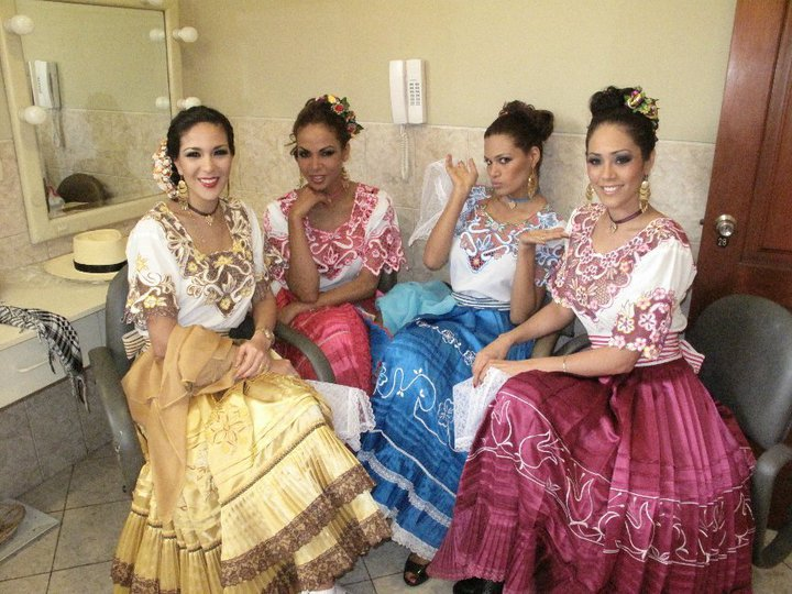 silvia cornejo, primera latina a ser miss tourism queen international 2008. - Página 3 25ch7eni