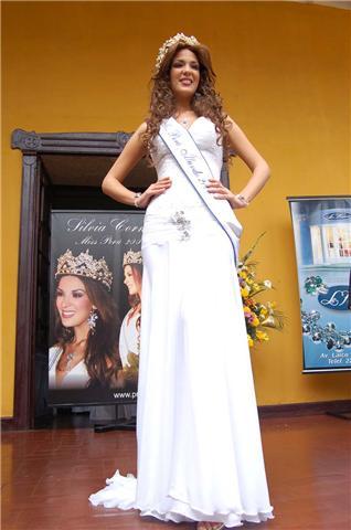 silvia cornejo, primera latina a ser miss tourism queen international 2008. Ipuzc69m