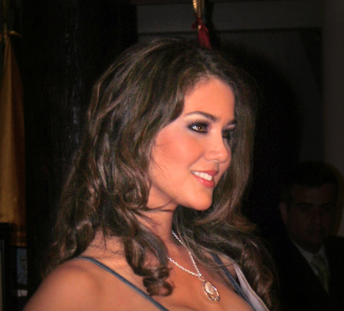 alexandra liao, miss mundo peru 2010. - Página 2 Y5foorth