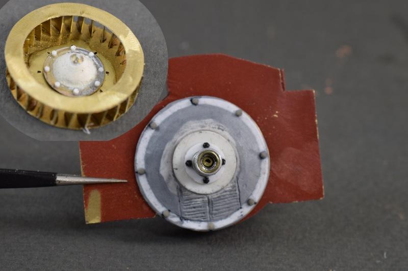 FT-17 Takom 1:16 - Page 3 Helice-et-arriere-radiateur