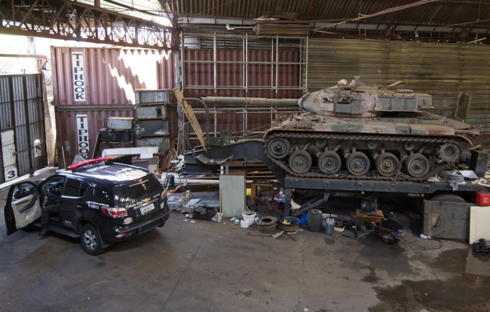 POLICIA - BRASIL: policia local encuentra dos tanques en casa incautada  Cd6338b35c2271046c0f6a706700680b