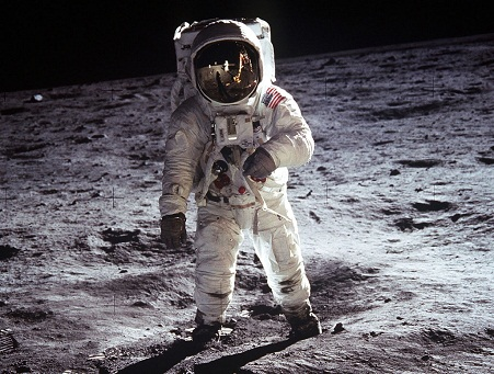 Najbolje astro fotografije  Buzz_aldrin_moon_space_suit