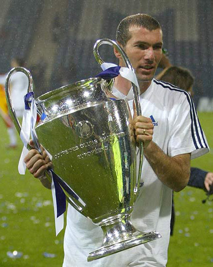 The best football player ever Zidane_con_la_copa_de_europa