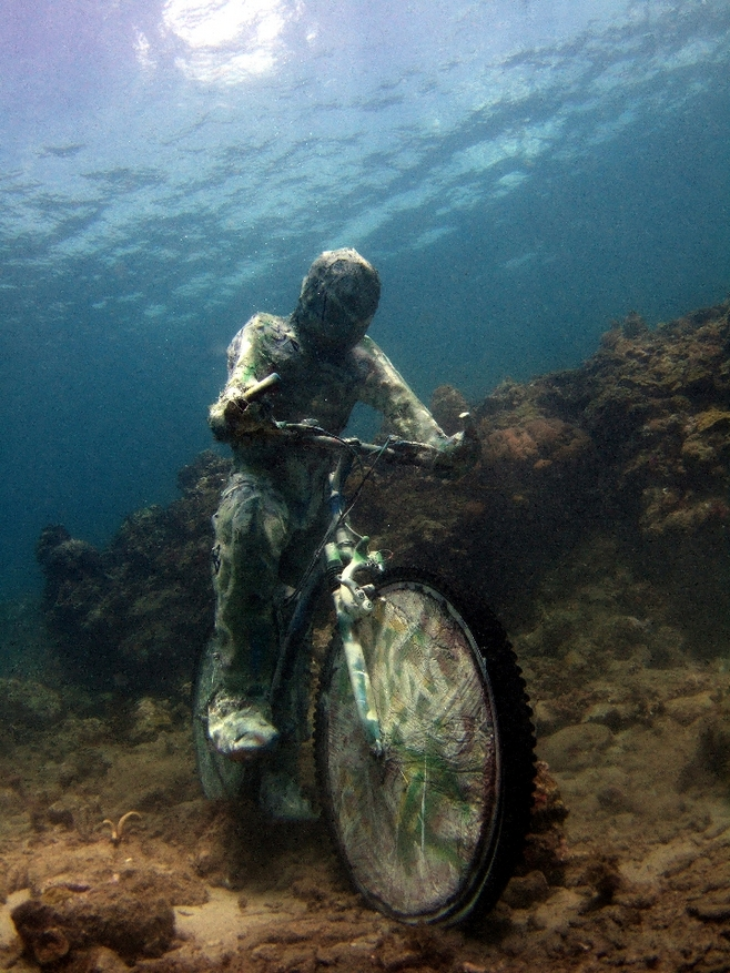 Podvodne skulpture - Page 3 Sualti3