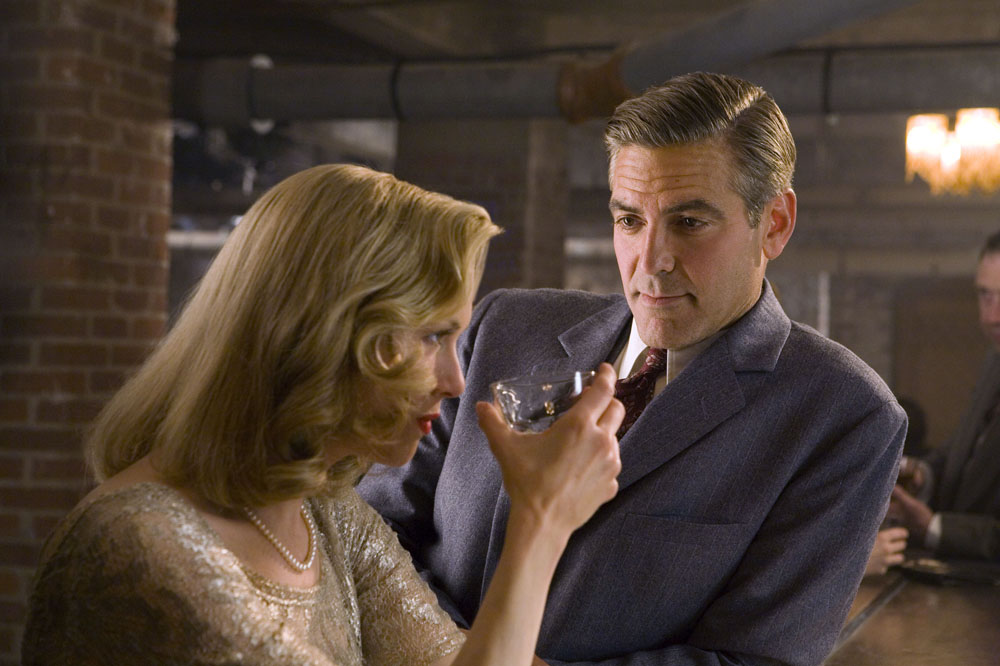 Here's Proof That Clooney Only Gets Better With Age - Page 4 Bar_L