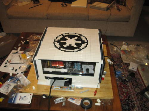 Star Wars - The Cool Weird Freaky Creepy Side of The Force - Page 4 Star_wars_themed_lego_computer_case_1