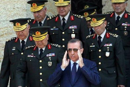 TURQUIE : Economie, politique, diplomatie... - Page 39 Recep-tayyip-erdo%C4%9Fan-%C4%B1n-askeri-dize-getirmesi_474100