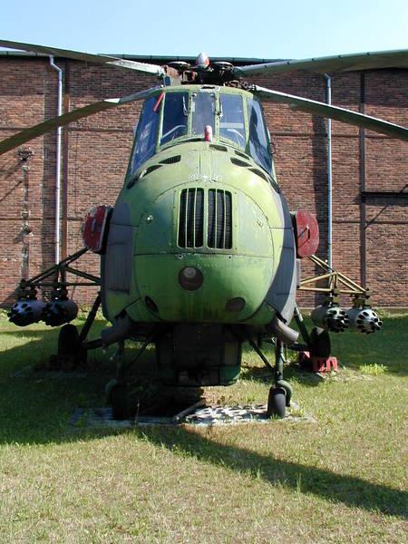 Unión - Mil Mi-4 helicóptero de transporte  ( Unión Soviética ) Mi-4_07