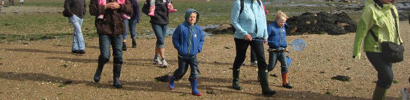 Fête du bouddhisme à Yeunten Ling Walking_with_children_to_Seymour_tower1c5f64