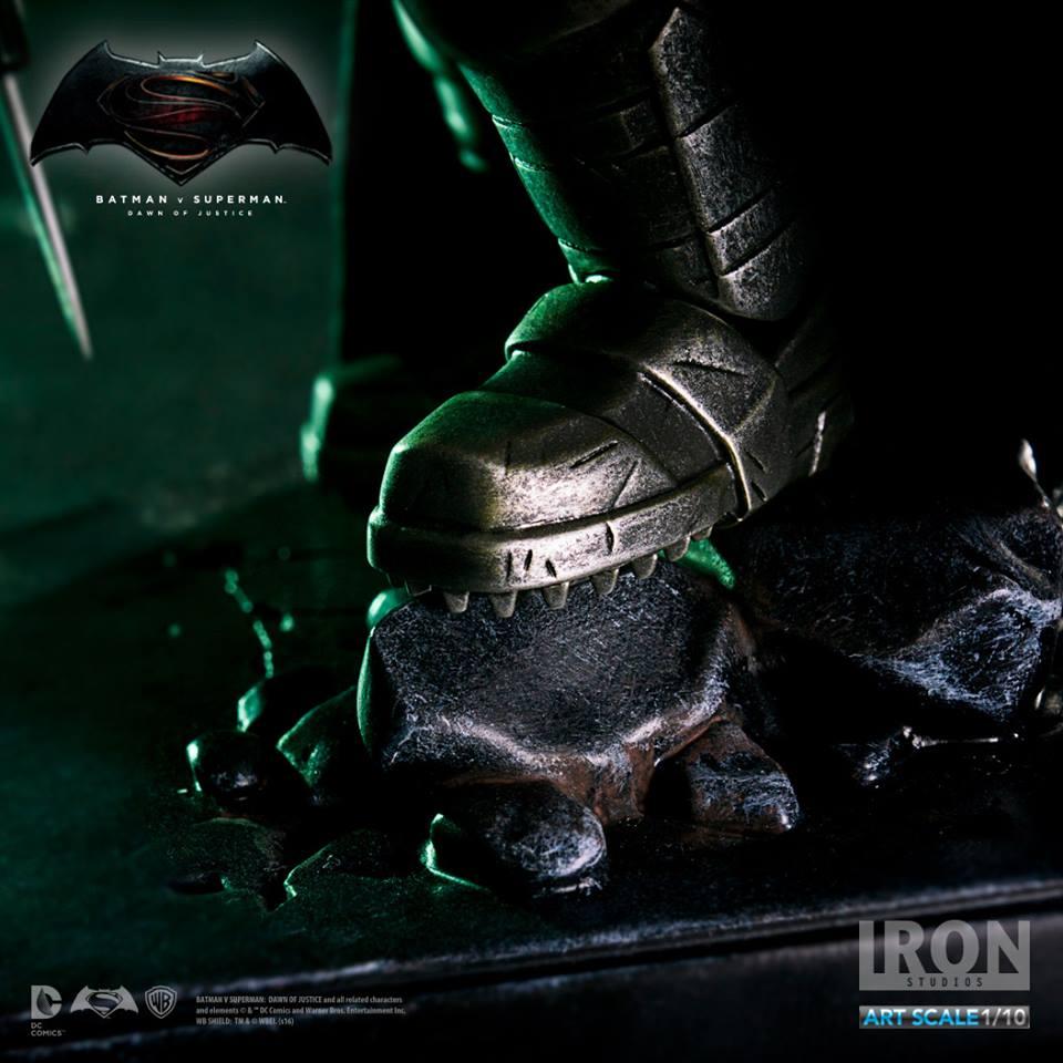 IRON STUDIOS: BATMAN ARMOR DAWN OF JUSTICE Art scale 1/10 Batman-battle-dammage-BvsS-art-scale-iron-studios-03