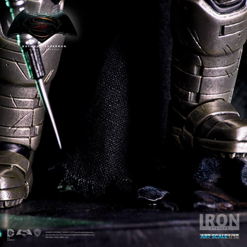 IRON STUDIOS: BATMAN ARMOR DAWN OF JUSTICE Art scale 1/10 Batman-battle-dammage-BvsS-art-scale-iron-studios-05