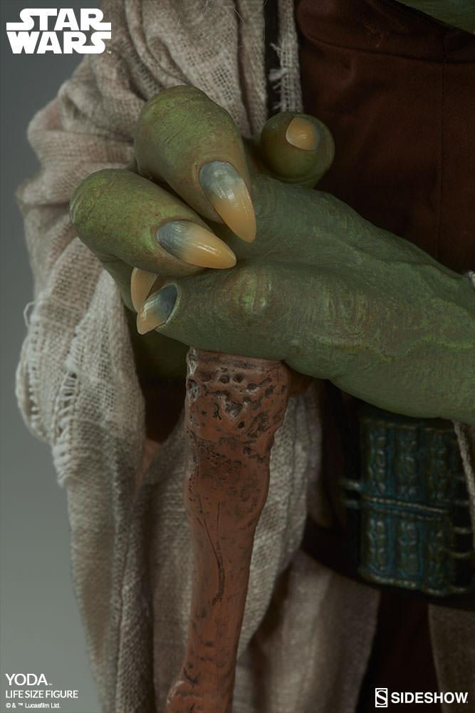 STAR WARS: YODA Life size figure Yoda-life-size-figure-400080-yoda-012