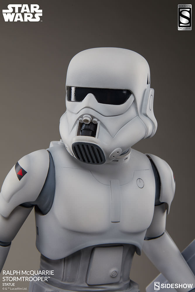RALPH McQUARRIE STORMTROOPER Statue Star-wars-ralph-mcquarrie-stormtrooper-statue-2003731-01